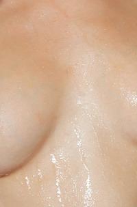 Hot Blond Huma Washing Pussy