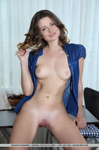 Sexy Teen Tanend Gets Nude