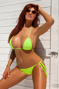 Tommi Jo - Tanned Boobs Out
