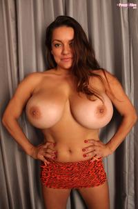 Monica Mendez Shows 32H Balloons