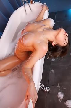 Wet Teen Foxy Saltin Foam