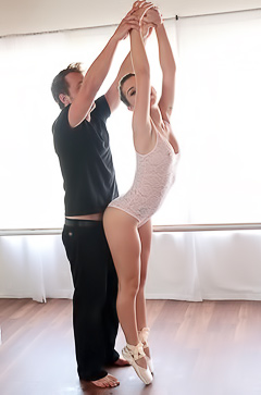 Joseline Kelly Gets Fucked While Dancing