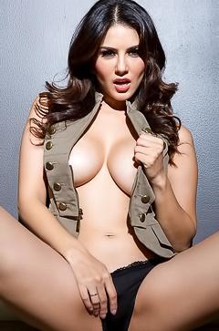 Famous brunette Sunny Leone