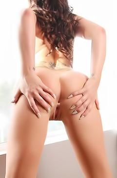Destiny Dixon spreading her butt
