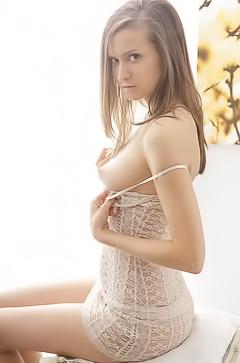 Nika - sunny masturbation