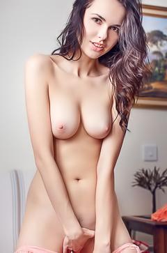 Skinny hottie Nasita