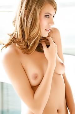 Natural model Sarah Smit