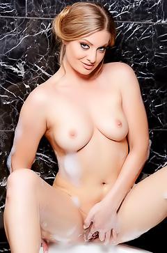 Super Hot Tub with Veronica Weston