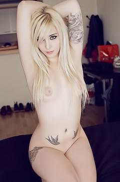 Punk blond Bessy