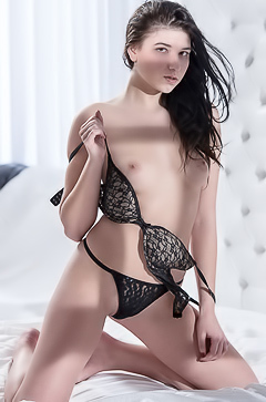 Beauty Young Nadia is Masturbating in bed