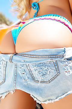 Amy Lee Summers - goddess butt