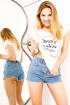 Lacey Banghard stripping her goddess body