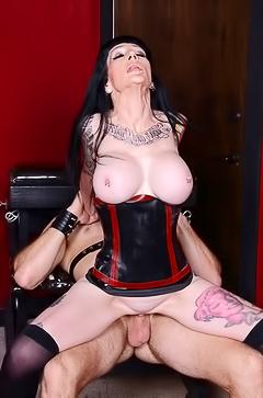 Fuck with strict Mistress Freyja Van Siren