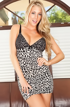 Samantha Saint is hot as never