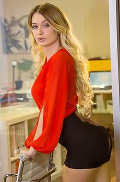 Masturbating secretary Natalia Starr