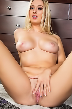Natalia Starr is stripping so nice