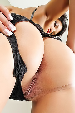 Kalista toying hairy pussy