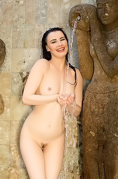 Sexy Skylar Leigh is getting wet