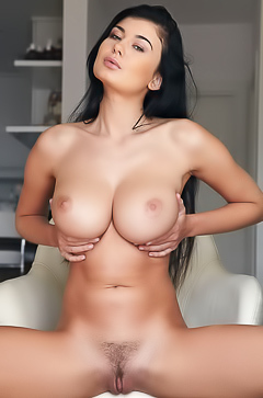 Lucy Li boobs beauty