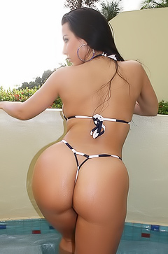 Brianna Jordan flashing booties in bikini