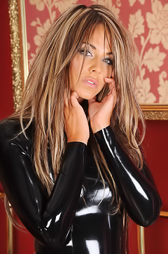 Glamour babe in black latex