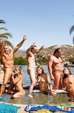 Kagney, Lynn, Karter, Kat, Dior, Edyn, Blair - pool orgy