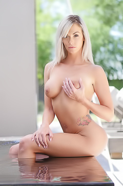 Sexy Brooke Paige - naked in the pool