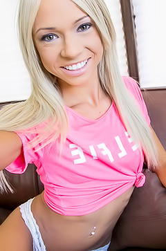 Sexy blonde gf Natasha Voya