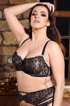 Jessika Jinx - lush and sexy brunette