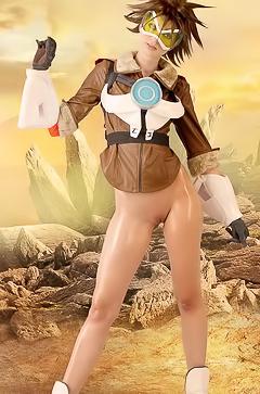 Leyla - cosplay naked heroine