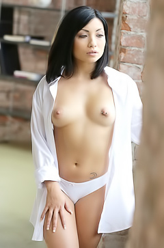 Asian beauty Rina Ellis