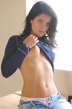 Louise - jeans fetish