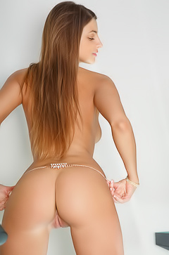 Melena shows perfect butt