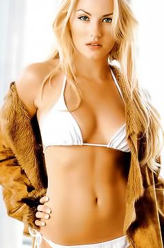 Sexy blonde Elisha Cuthbert