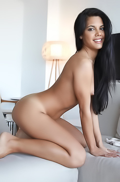 Tanned babe Apolonia