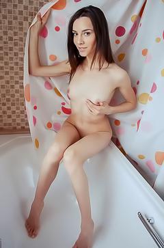 Teen Adel Morel in bath