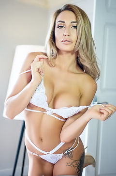 Delicious model Paige Green