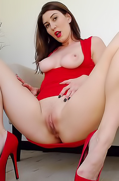 Amber Hahn is getting an orgasm