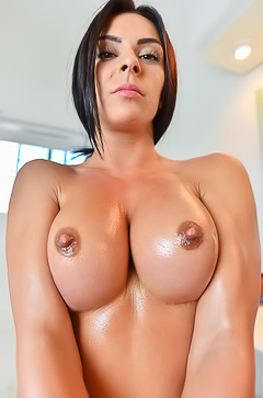 Sexy oiled babe Inna