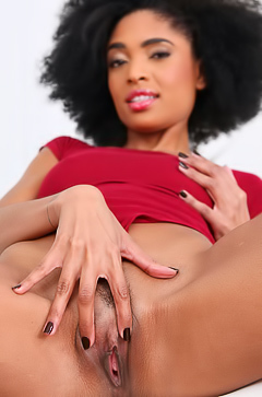 Luna Corazon is spreading her black pussy