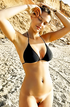Blue-eyed model Bar Refaeli