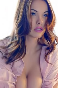 Glam model Elizabeth Marxs