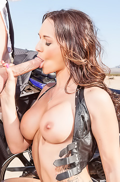Biker babe fucking like a whore