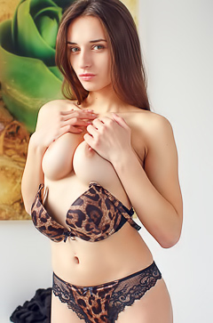 Teen Gloria Sol in leopard lingerie