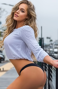 Too Sexy babe Courtney Tailor