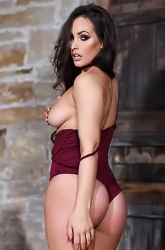 Babe with sporty ass Anastasia Harris