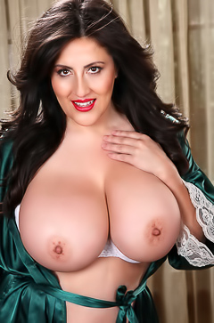 Antonella Kahllo and her huge boobs