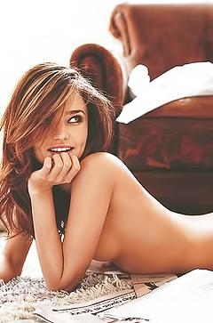 Totally nude Miranda Kerr