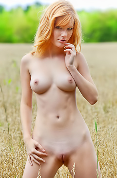 Hit redhead beauty Mia Sollis