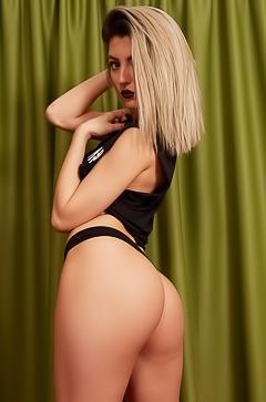 Aubrey Nova and her big sexy ass